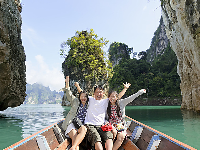 15 things you need to know before a big family trip